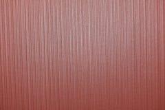 Fondo de Borgoña Textura de papel roja con las líneas verticales fotos de archivo