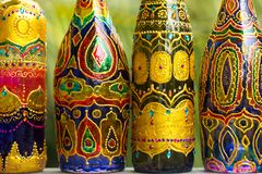 Fondo de botellas en fila Fotografía de archivo