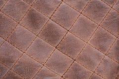 Fondo de Brown de la puntada cosida textura de cuero viejo, gastado foto de archivo libre de regalías