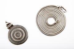 Fondo de cadena de plata del blanco de Mandala Symbol Imágenes de archivo libres de regalías