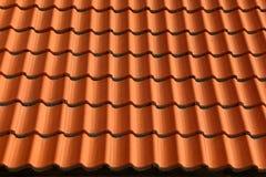 Fondo de cerámica rojo marrón del modelo de las tejas de tejado Foto de archivo