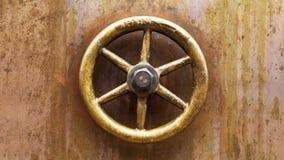 Fondo de cobre con el botón de control de cobre amarillo Fotos de archivo libres de regalías