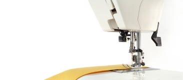 Fondo de costura Accesorios y tela de costura en un modelo de papel Fotos de archivo