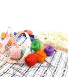 Fondo de costura con los hilos del color Imágenes de archivo libres de regalías