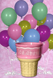 Fondo de Digitaces del cono de los globos del cumpleaños y de helado Imagen de archivo