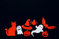 Fondo de Halloween con el fantasma, calabazas, palo, araña, gato y Imagen de archivo