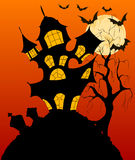 Fondo de Halloween con la casa encantada fantasmagórica Imagen de archivo libre de regalías