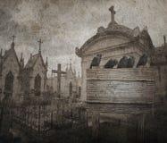Fondo de Halloween del Grunge con el cuervo, tumbas bajo la forma de chpe Fotos de archivo libres de regalías