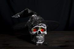 Fondo de la aún-vida de Halloween con el cráneo Foto de archivo libre de regalías