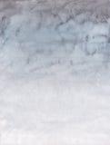 Fondo de la acuarela con el cielo gris claro y blanco Imagen de archivo libre de regalías