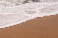 Fondo de la arena con la onda Fondo y onda hermosos franco de la arena Fotos de archivo