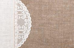 Fondo de la arpillera con el paño de encaje y de lino Foto de archivo libre de regalías
