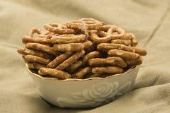 Fondo de la arpillera del cuenco de los pretzeles Imagen de archivo libre de regalías