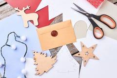 Fondo de la artesanía del Año Nuevo, visión superior Fotografía de archivo libre de regalías