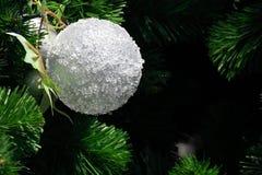 Fondo de la bola de la Navidad blanca Imagen de archivo libre de regalías