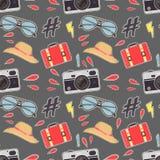 Fondo de la cámara de la foto Vector el modelo inconsútil colorido con las cámaras retras lindas stock de ilustración