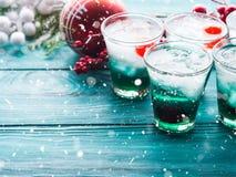 Fondo de la celebración de días festivos de la Navidad con las bebidas Imágenes de archivo libres de regalías