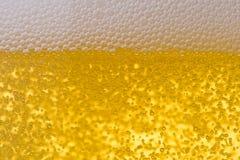 Fondo de la cerveza espumosa fresca. Foto de archivo