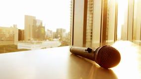 Fondo de la ciudad del micrófono Fotos de archivo
