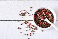 Fondo de la comida con las especias Una mezcla de paprikas imágenes de archivo libres de regalías