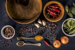 Fondo de la comida con los cuencos de madera Foto de archivo libre de regalías