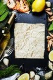 Fondo de la comida con los mariscos y el vino Imagen de archivo libre de regalías
