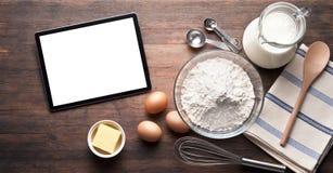 Fondo de la comida de la hornada de la tableta Fotos de archivo libres de regalías