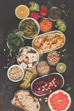 Fondo de la comida del vegano Bocados vegetarianos: hummus, hummu de las remolachas Foto de archivo