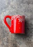 Fondo de la comida de la Navidad del día de fiesta, taza del té con la decoración de la Navidad en el fondo de piedra Invierno, m Fotografía de archivo libre de regalías