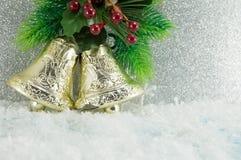 Fondo de la decoración de dos campanas de la Navidad Imagen de archivo