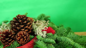Fondo de la decoración de la Navidad con el árbol y las velas almacen de video
