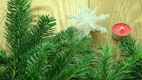 Fondo de la decoración de la Navidad con el árbol y las velas metrajes