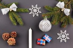 Fondo de la decoración de la Navidad o del Año Nuevo: ramas del piel-árbol, Imágenes de archivo libres de regalías