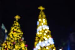Fondo de la decoración de la Navidad con brillar intensamente de oro de las luces Imagen de archivo libre de regalías