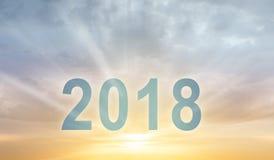 Fondo de la falta de definición de la puesta del sol del texto de los dígitos del Año Nuevo 2018 Imagen de archivo libre de regalías
