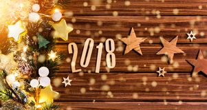 Fondo 2018 de la Feliz Año Nuevo con la decoración de la Navidad Imagen de archivo
