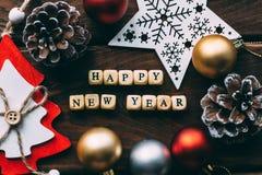 Fondo de la Feliz Año Nuevo, decoraciones de la Navidad, visión superior Foto de archivo libre de regalías