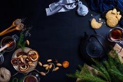Fondo de la Feliz Año Nuevo o de la Navidad con té y pasteles Fotografía de archivo libre de regalías