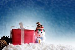 Fondo de la Feliz Navidad y de la Feliz Año Nuevo Muñeco de nieve, abeto y Fotos de archivo libres de regalías