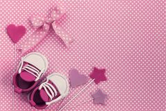 Fondo de la fiesta de bienvenida al bebé Invitación recién nacida Él muchacha del `S fotografía de archivo