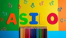 Fondo de la flecha del color del lápiz de la guardería de Asilo Imagen de archivo libre de regalías