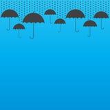 Fondo de la gota de lluvia con los paraguas Foto de archivo libre de regalías