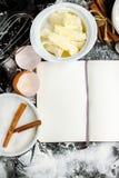 Fondo de la hornada con el azúcar, harina, huevos, mantequilla Imagen de archivo