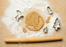 Fondo de la hornada con las galletas del Año Nuevo Visión superior Imagenes de archivo