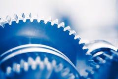 Fondo de la industria con las ruedas de engranaje azules Fotografía de archivo