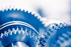 Fondo de la industria con las ruedas de engranaje azules Foto de archivo