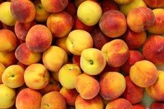Fondo de la mercado de la fruta de la textura del modelo de los melocotones Imagenes de archivo