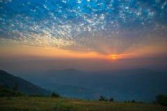 Fondo de la montaña de la salida del sol Fotos de archivo libres de regalías