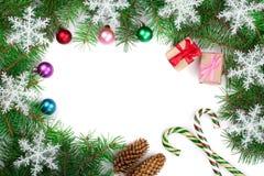 Fondo de la Navidad adornado con los copos de nieve aislados en blanco con el espacio de la copia para su texto Visión superior Fotografía de archivo