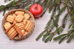 Fondo de la Navidad con el árbol de navidad, wi de las galletas del pan de jengibre Foto de archivo
